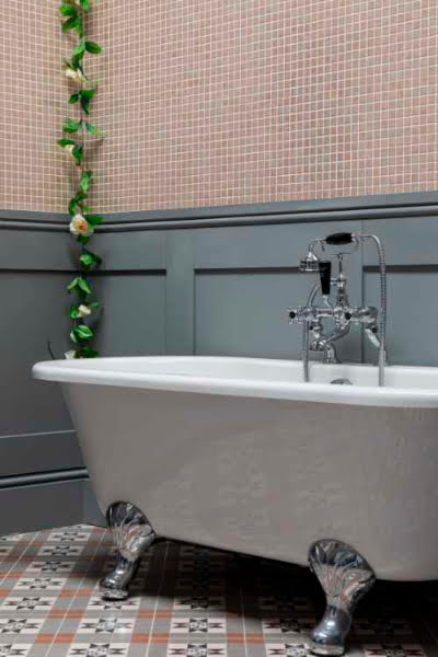 Bayswater Leinster free-standing double-ended bath with traditional feet